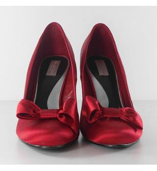 Debenhams Redherring Size: 6 - Fuchia Pink / Red Heeled Shoes