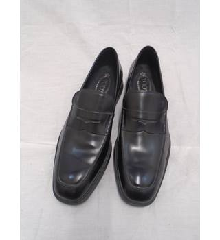 BNWOB Tod's Leather Shoes - Size 10