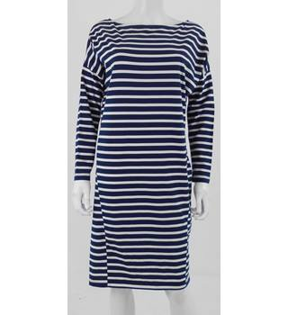 Unbranded Size: 18 - Blue & White Stripe Calf Length Dress