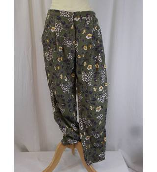 Monki - Size 10 - Green Floral Trousers