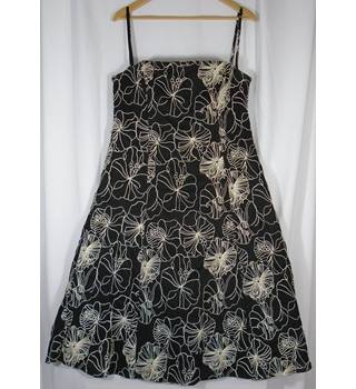 Debenhams Debut size 16 black with cream floral pattern dress
