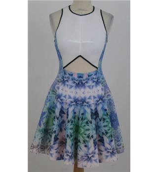Shwopped by Tulisa - Julia Korol, size 8 blue floral cut out dress