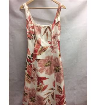 Debut by Debenhams size: 8 red and white floral sleeveless dress