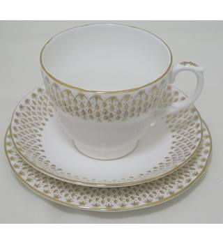 Selection of Duchess 'Raindrops' Bone China Crockery 37 pcs