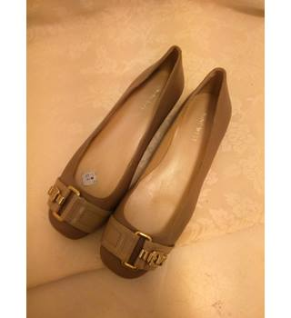 Leather Nine West Pumps Nine West - Size: 8 - Beige - Flat shoes