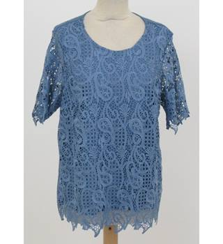 NWOT M&S Classic - Size: 16 - Blue Lace Fronted with Paisley Pattern Top