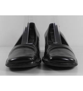 Hobbs Size: 7.5 - Black Slip-on Block Heeled Shoes