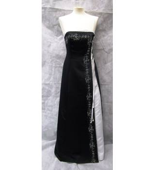 Stunning black and white with stole evening dress size 10 Aspeed - Size: 10 - Black - Full length