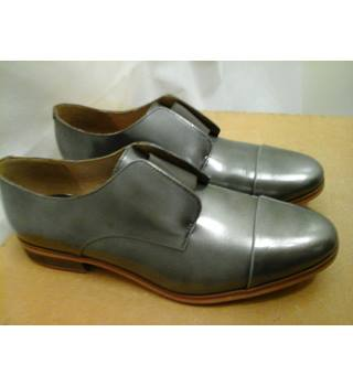 NEW Clarks - Size: 6 - Metallics flat shoes