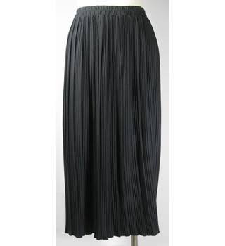 Berkertex Skirt - Black - Size 16 Berkertex - Size: 16 - Black