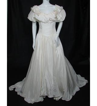 c724a2b084e3 Vintage ABLC - Size: 12 (Vintage) - Ivory with Chapel Train 100%