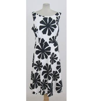 J Taylor for Debenhams - Size: 20 - White and black floral dress | Oxfam GB  | Oxfam's Online Shop