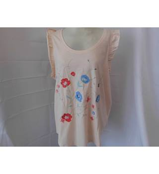 NEW TU FLORAL TOP Tu - Size: 20 - Pink