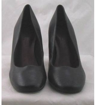 NWOT M&S Collection, size 8 black faux leather high block heeled pumps