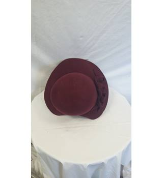Vintage style marks and Spencer hat maroon hat with flower detail M&S Marks & Spencer - Size: S - Purple - Wedding hat