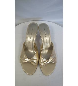 Roland CARTIER Gold slip on heals size 7.5 ROWLAND  CARTIER - Size: 7.5 - Metallics - Peep toe shoes