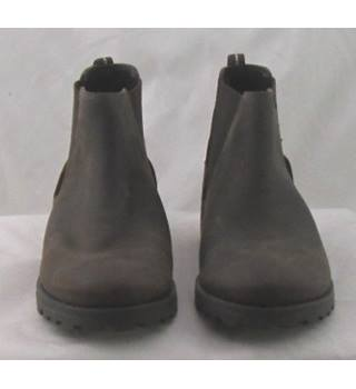 variety styles of 2019 top fashion pretty cool NWOT M&S Kids, size 4/37 brown leather Chelsea boots   Oxfam GB   Oxfam's  Online Shop