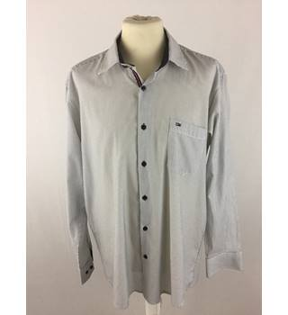 Tommy Hilfiger Size XL White and Black Vertical Stripe Pattern Shirt