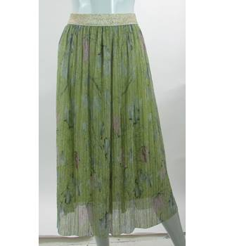 BNWOT - M&S Marks & Spencer - Size: 14 - Green - Calf length skirt