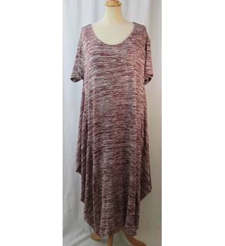 Daisy Elridge Size: XL  T-Shirt Style Dress