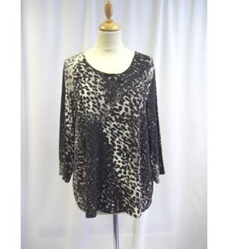 Windsmoor - Size: XL - Black and Brown - Animal Print - Top