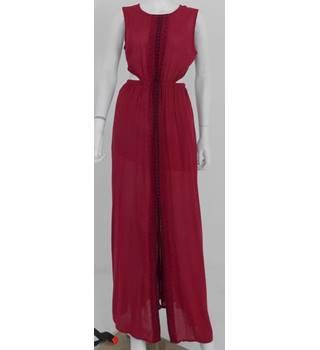En Creme Size: M Crimson Red Loose Weave Maxi Dress