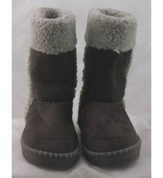 NWOT M&S, size 7 brown slipper boots