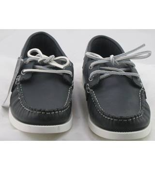 NWOT M&S Collection, size 9 navy leather boat shoes