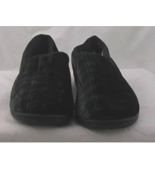 NWOT M&S, size 12 black checked slippers