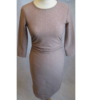 Reiss 1971 dusky pink lacy bodycon dress size 6 Reiss - Size: 6 - Pink - Knee length dress