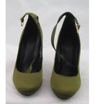 NWOT M&S Collection, size 5 green satin effect block heeled shoes