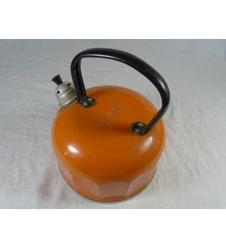 Whistling kettle in this year's colour-flaming orange Unbranded