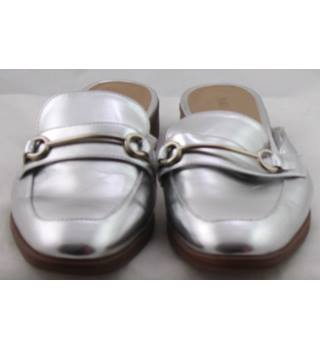 NWOT M&S Collection, size 6 silver loafer style mules