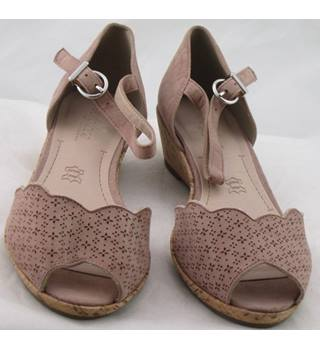 NWOT Footglove, size 4 dusky pink suede wedge heeled sandals