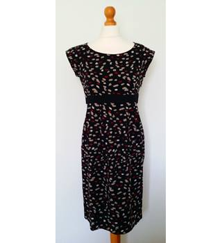 Hobbs - Size 10 - Black with red and grey abstract pattern knee length dress