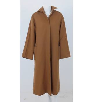 Baccarat  Size: 14  Brown  Coat