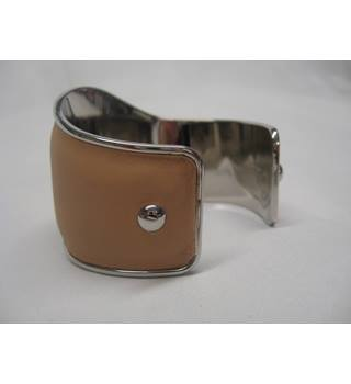Tod's Tan Leather Bracelet Tod's - Size: Medium - Beige