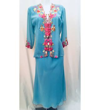 Country Casuals Size: 12  Jacket/ Size Medium Skirt Turquoise with Pink and Brown Floral Skirt Suit