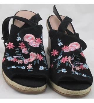 NWOT Footglove, size 6.5 black suede embroidered wedge heeled sandals
