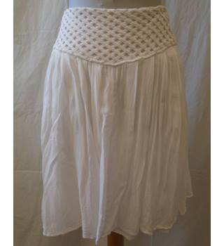 Reiss - Size: 12 - White - Knee length skirt