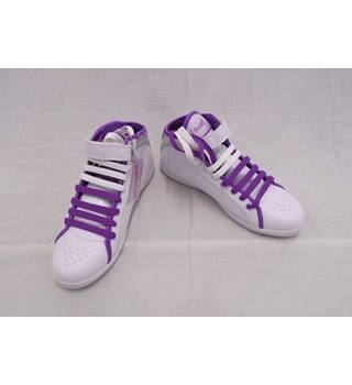 Pineapple BNIB - Size 5 - White/Purple Breakdance Boots