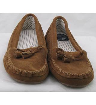 NWOT M&S, size 6 tan suede moccasin style slippers