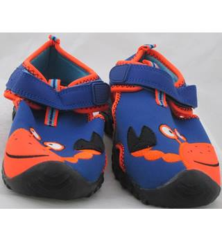 NWOT M&S Kids, size 12/30.5 blue & orange crab design beach shoes