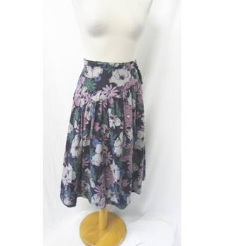 Windsmoor - Size: 10 - Black - Knee length skirt with wood