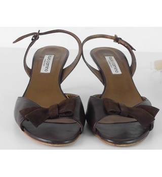 Laura Camino Size: 4.5 Chocolate Brown Slingbacks with Suede Bow Detail