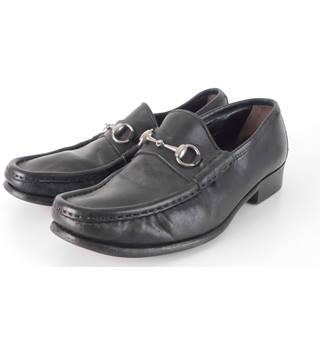 Gucci Size: 8 Black Leather Classic Horsebit Loafers