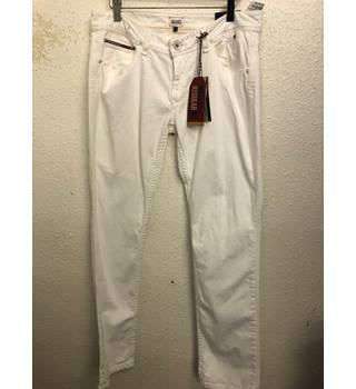 "Tommy Hilfiger, straight leg, mid rise jeans - Size: 32"" - White"