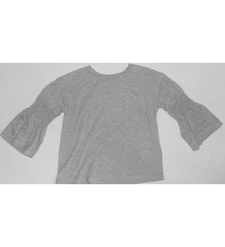 M&S Kids Grey Top Size: 5-6 yrs M&S Marks & Spencer - Size: 5 - 6 Years - Grey