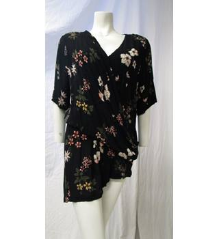 M&S Size 16 Black Floral Top M&S Marks & Spencer - Size: 16 - Black