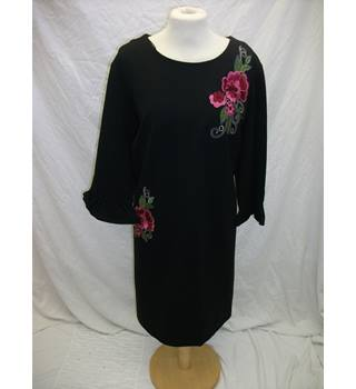 M&S Long Top - Size: 20 - Black